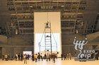 世界上首块宽约10米、高18米的大屏幕