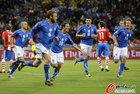 意大利VS巴拉圭 德罗西与队友庆祝进球