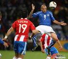 意大利1-1巴拉圭 佩佩潇洒顶球