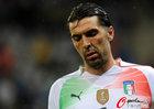 图文:意大利1-1巴拉圭 失意布冯