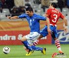 意大利VS巴拉圭 亚昆塔甩掉后卫