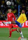 巴西2-1朝鲜 罗比尼奥十分紧张