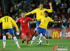 郑大世被巴西球员放倒