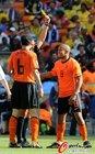 图文:荷兰2-0丹麦 德容迟到黄牌