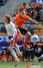 图文:荷兰VS丹麦 海廷加飞身救球