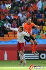 图文:荷兰VS丹麦 海廷加飞身顶球