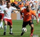 图文:荷兰2-0丹麦 德容奋力防守