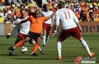 图文:荷兰VS丹麦 德容带球过人