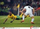 图文:南非0-3乌拉圭 摩迪塞摔倒了