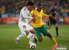 图文:南非0-3乌拉圭 迪加戈尔抢不到球