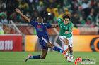 图文:法国0-2墨西哥 迪亚比飞铲