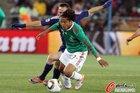 图文:法国0-2墨西哥 多斯桑托斯很出色