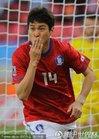 韩国2-0希腊,李正秀献吻球迷