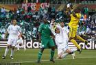 希腊2-1尼日利亚 恩耶亚马扑出威胁球