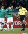 图文:法国VS墨西哥 马科斯申诉