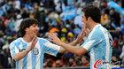 阿根廷4-1韩国 伊瓜因与梅西庆祝