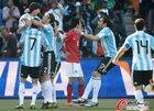 图文:阿根廷VS韩国 古铁雷斯掐金正友