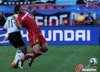 图文:德国VS塞尔维亚 伊万诺维奇被绊倒