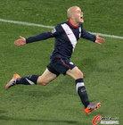图文:斯洛文尼亚2-2美国 小布拉德利狂奔