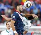 图文:斯洛文尼亚VS美国 邓普西肘击对手