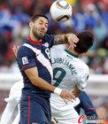 图文:斯洛文尼亚VS美国 邓普西肘击对方