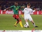 图文:喀麦隆1-2丹麦 姆比亚拼抢