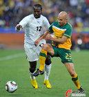 图文:加纳VS澳大利亚 塔戈埃突破