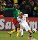 图文:丹麦VS喀麦隆 格雷米力拼对手