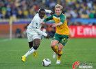 图文:加纳VS澳大利亚 卡尼紧拉对手