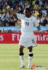 图文:加纳1-1澳大利亚 阿尤竖起大拇指