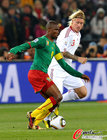 图文:喀麦隆VS丹麦 凯尔防守埃托奥