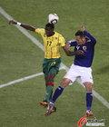 图文:日本1-0喀麦隆 伊德里苏头球解围