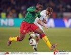 图文:喀麦隆1-2丹麦 巴松突破受阻