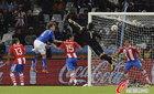 图文:意大利1-1巴拉圭 比拉尔没能接住球