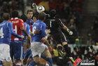 图文:意大利1-1巴拉圭 比拉尔漏过皮球
