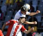 图文:斯洛伐克0-2巴拉圭 圣克鲁斯身高吃亏