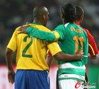 图文:巴西VS科特迪瓦 麦孔与德罗巴