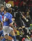 图文:意大利1-1巴拉圭 比拉尔失误瞬间