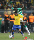 图文:巴西3-1科特迪瓦 罗比尼奥被压制