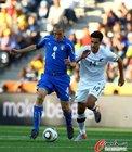 图文:意大利VS新西兰 基耶利尼防守很稳