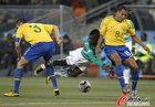 图文:巴西VS科特迪瓦 席尔瓦防守凶猛