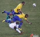 图文:巴西3-1科特迪瓦 巴斯托斯飞顶