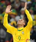 图文:巴西3-1科特迪瓦 法比亚诺庆祝