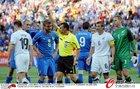 图文:意大利VS新西兰 史密斯吃到黄牌