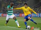 图文:巴西3-1科特迪瓦 卡卡扣球