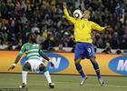 法比亚诺攻入第二球前的过人动作有手球嫌疑