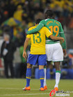 图文:巴西3-1科特迪瓦 阿尔维斯与图雷