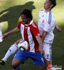 图文:斯洛伐克VS巴拉圭 圣克鲁斯控球稳