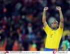 图文:巴西3-1科特迪瓦 麦孔胜利姿势