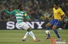 图文:巴西VS科特迪瓦 席尔瓦带球